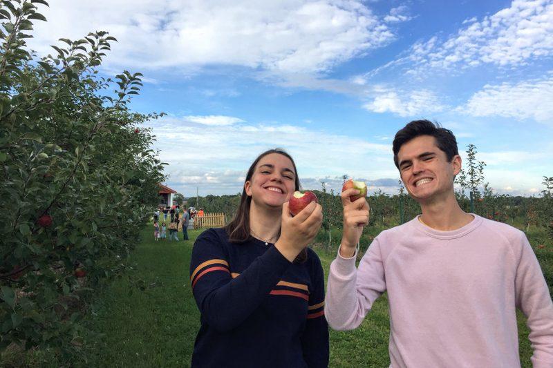 RAs eating apples