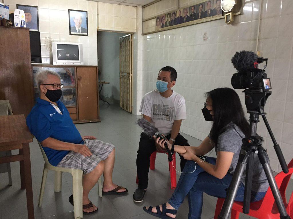 Wen Wen interviewing.