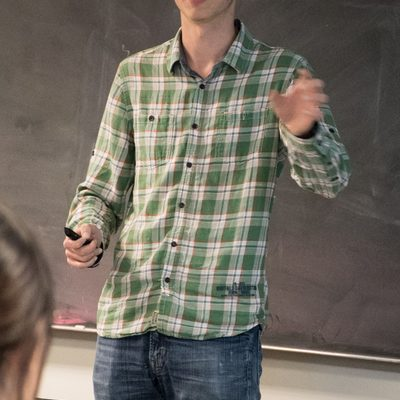 Jakob Hofstad discusses how to factor hypercyclic functions for differential operators.