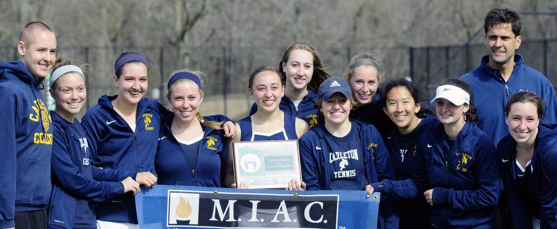 Head Coach Luciano Battagalini and the women's tennis team celebrate the 2014 MIAC title